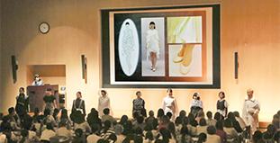 ファッションクリエイション学科<br /> 「ファッションプレゼンテーション」<br /> 3限 《13:00~14:30》